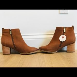 New and never worn blondo brown booties